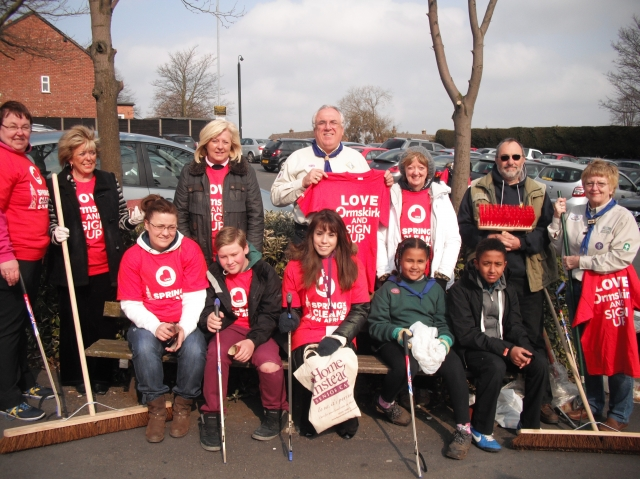 Natalie Wallace joins the Ormskirk clean up